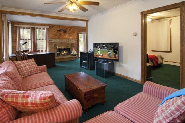 2608 S Shore Blvd, White Bear Lake MN | MLS # 4158856 | Living Room